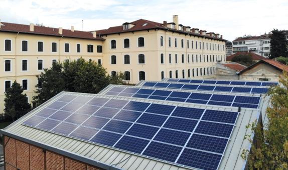 Saint-Joseph Lisesi Çatıda Elektrik Üretiyor class=