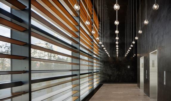 Sade ve Çarpıcı bir Cephe Tasarımına Sahip 312 Vista Ofis Kulesi
